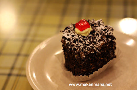 cake coklat irish Tip Top Restaurant, Lunch room, Bakery and Cake Shop
