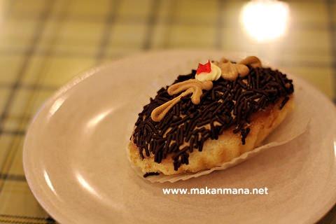 kue roti coklat mini sampan meses Tip Top Restaurant, Lunch room, Bakery and Cake Shop