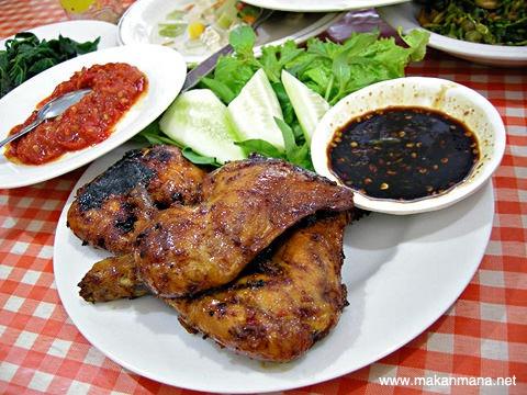ayam bakar Rumah Makan Bu Sri, Jln. Polonia