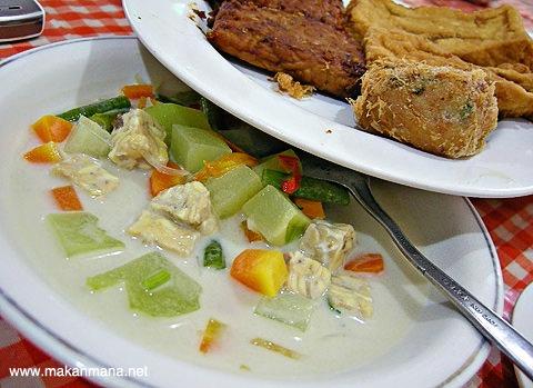 sayur lodeh Rumah Makan Bu Sri, Jln. Polonia