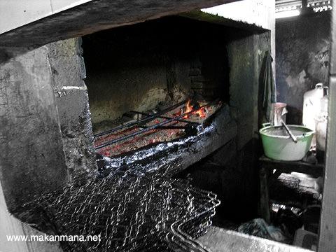 tesalonika tempat panggang Babi Panggang Karo Tesalonika