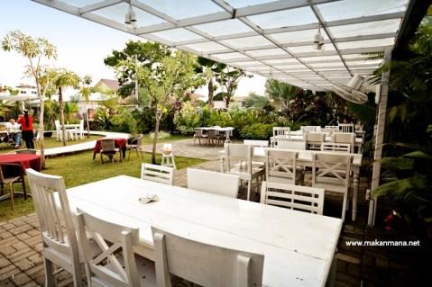 exterior gardenia 02 480x319 Gardenia Tropical Garden Resto