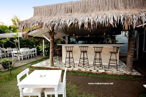 gardenia outdoor bar 480x320 Gardenia Tropical Garden Resto