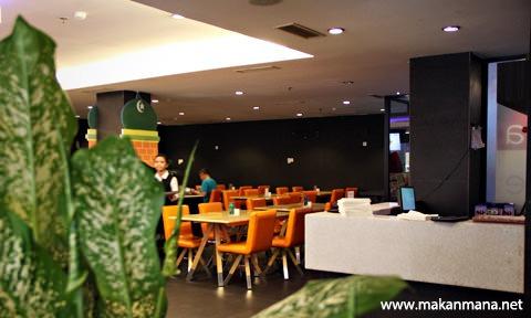 Barelo (Bar-Resto-Lounge) Medan 3