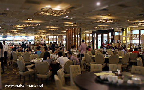 interior golden dragon hermes polonia medan Golden Dragon Seafood, Hermes Place Polonia