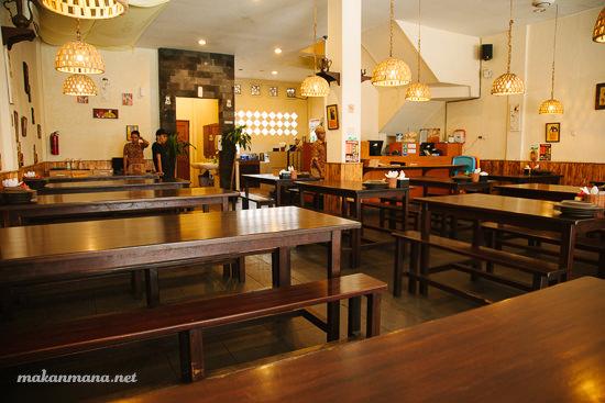 Interior warung Tekko Medan