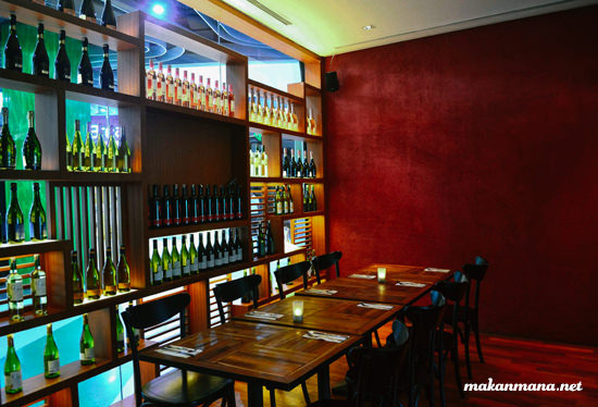 District 10 restaurant and bar, Gedung Forum 9 2