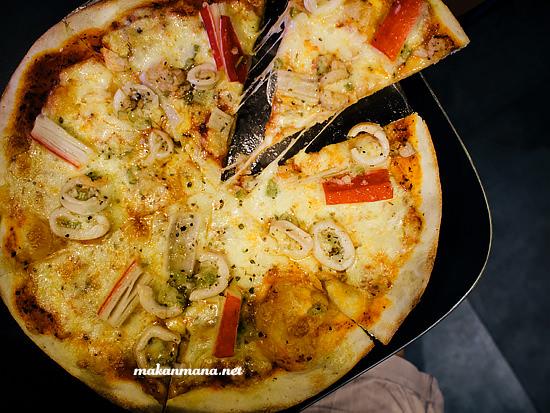 pizza costiera thin pizza boy