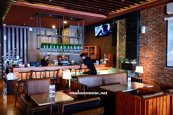 Posh Cafe & Resto, Kompleks Multatuli 2