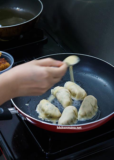fried dumpling medan