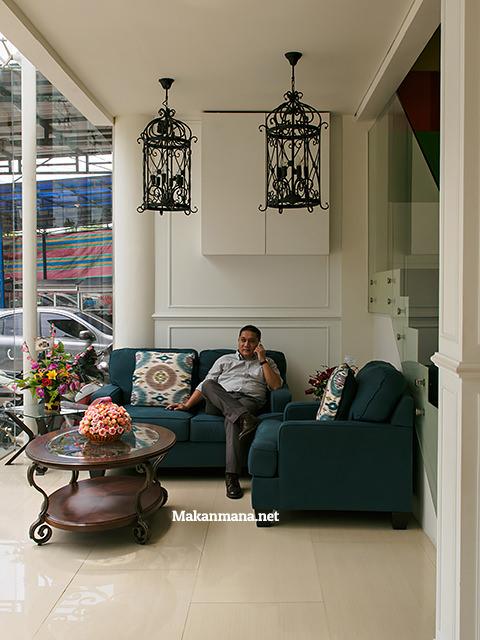 waiting-room-jm-bariani