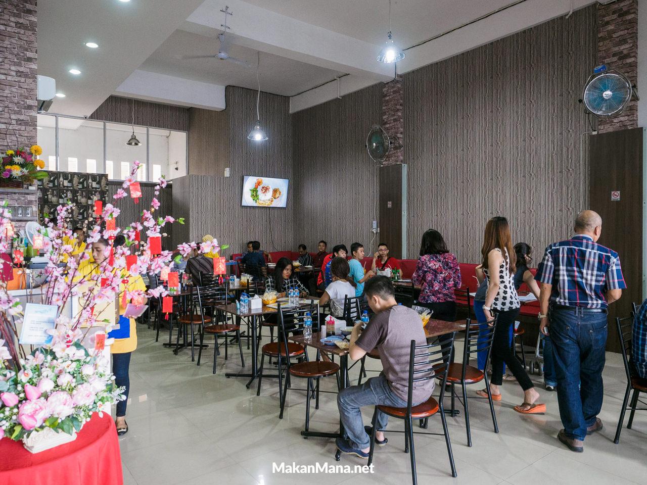 interior warung sup