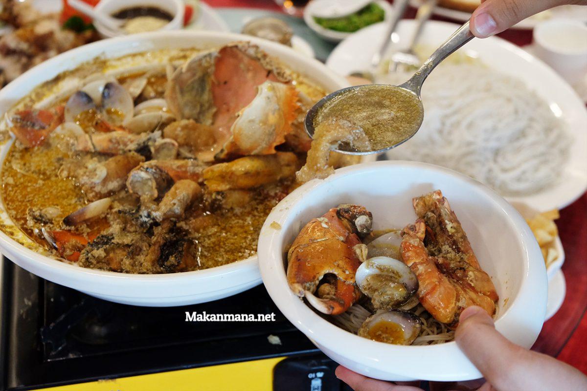 seafood-soup-pour-2