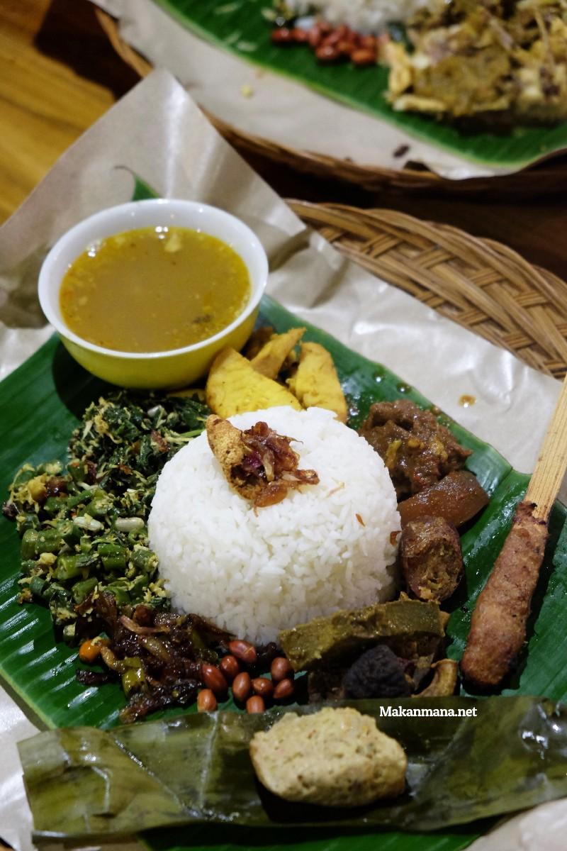 Gak usah sampe ke Bali untuk rasain sedapnya Babi Guling Bu Wayan 9