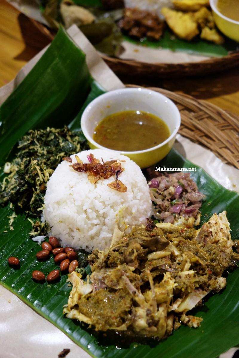 Gak usah sampe ke Bali untuk rasain sedapnya Babi Guling Bu Wayan 8