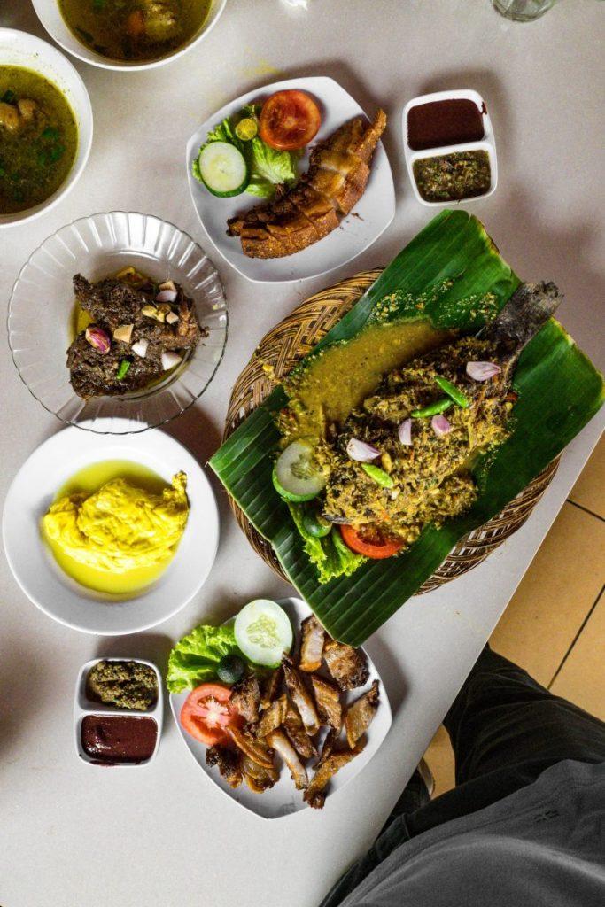 Pondok Makan Sitalolo - Ternyata Begini Kuliner Tepi Danau Khas Batak! 12