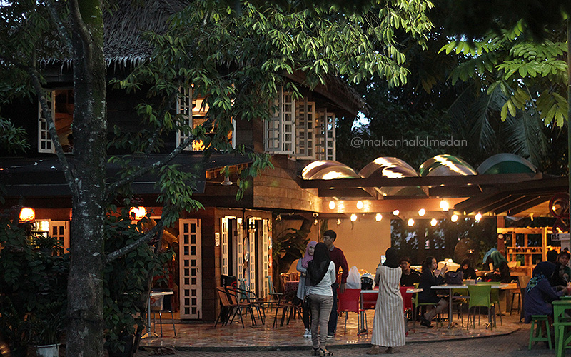 TOP 5 Instagrammable Cafe di Medan Sunggal yang Wajib Dikunjungi! 35
